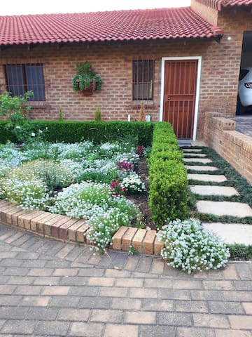 Private Garden Cottage in Douglasdale Sandton