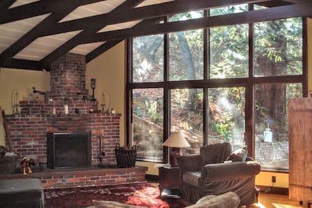 Beautiful spacious furnished house. Huge deck. - San Rafael - Ev