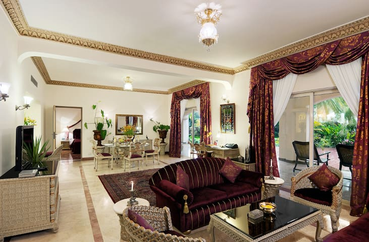 Luxurious Presidential Suite at The Golden Palms - Бангалор - Бутик-отель