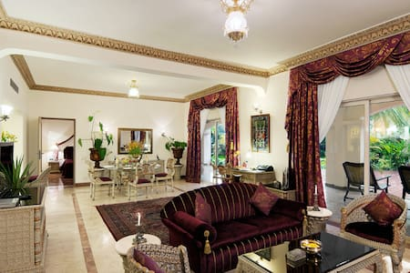 Luxurious Presidential Suite at The Golden Palms - Bengaluru - Butikhotel