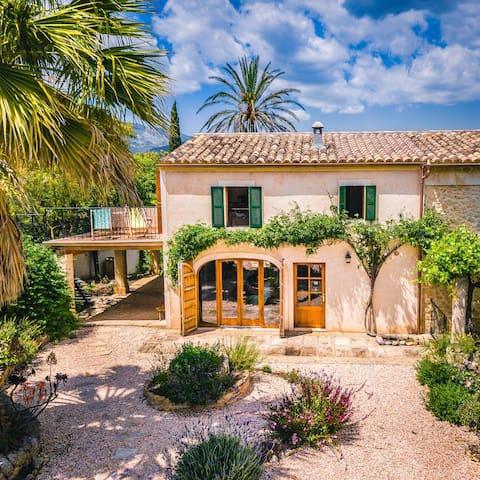 Beautiful  Farmhouse annex, own terrace, gardens.