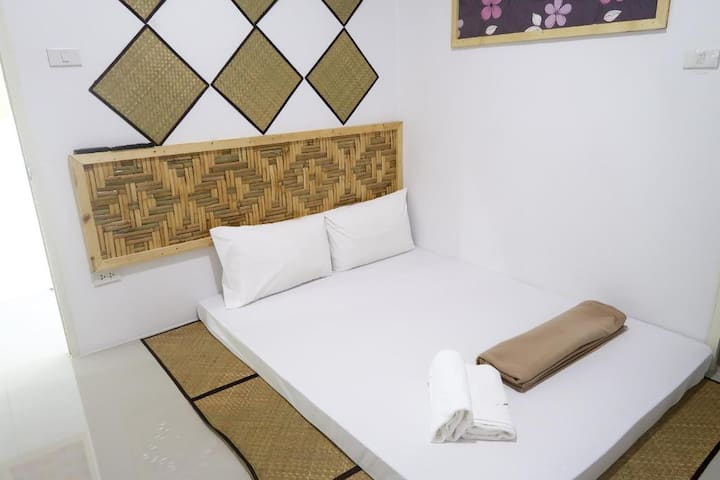 Nice Budget Double Room at Baan URT Suratthani