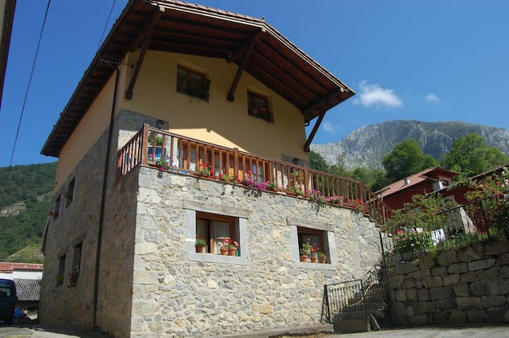 Casa de aldea La Coviella Cueva la Llosa - Sobrefoz, Principado de Asturias, ES - Talo