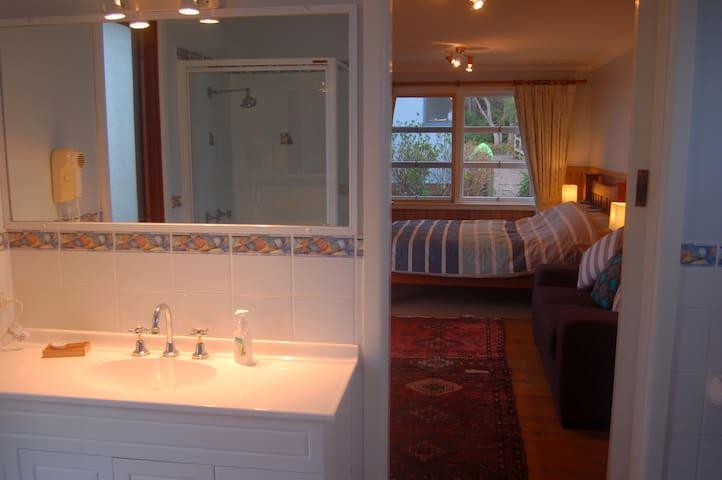 Vanity in en-suite