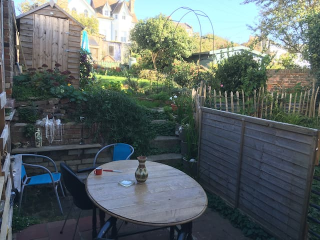 St Leonards on sea ground floor apartment & garden