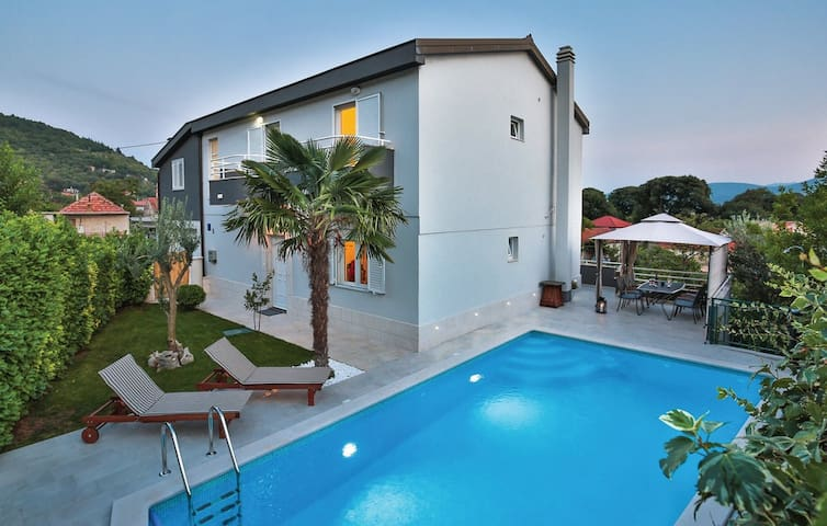 ctim252 - Holiday house with a private pool in Imotski - Makarska. Wi fi, AC, and private parking, up to 8 persons