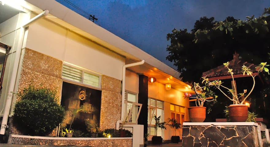 Homestay Ndalem Mbak Charly (private ac room)