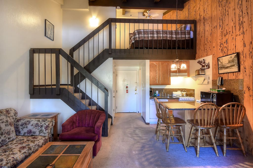 Spacious loft with room for 5 guests