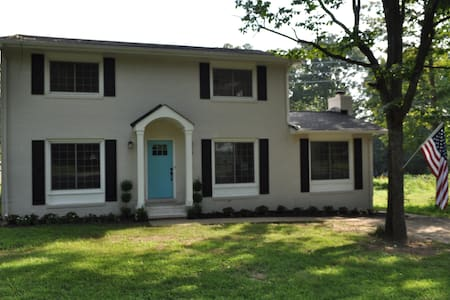 Perfect house near historic Fxbg  & Train Station