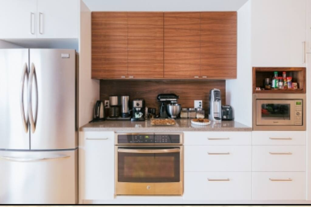 Oven, Gas Stove, Microwave, Kettle, Toaster, Soda Stream etc. This kitchen is fully functional.
