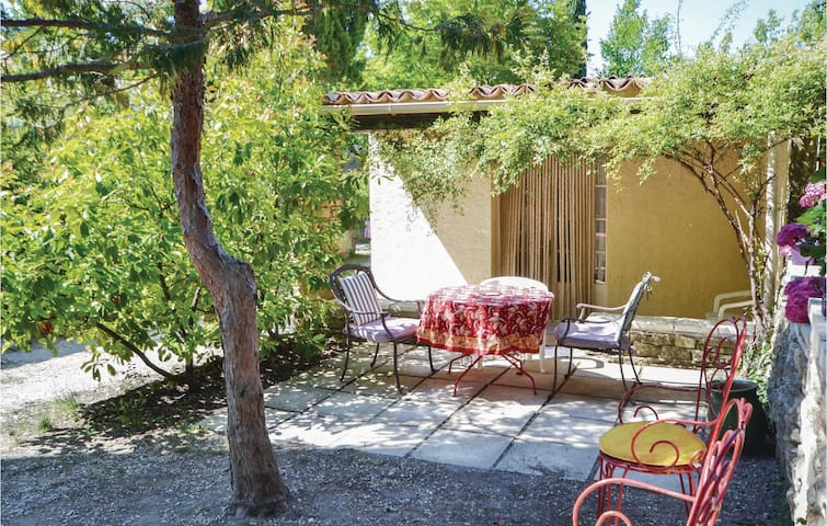 Holiday cottage with 1 bedroom on 46m² in Crillon le Brave
