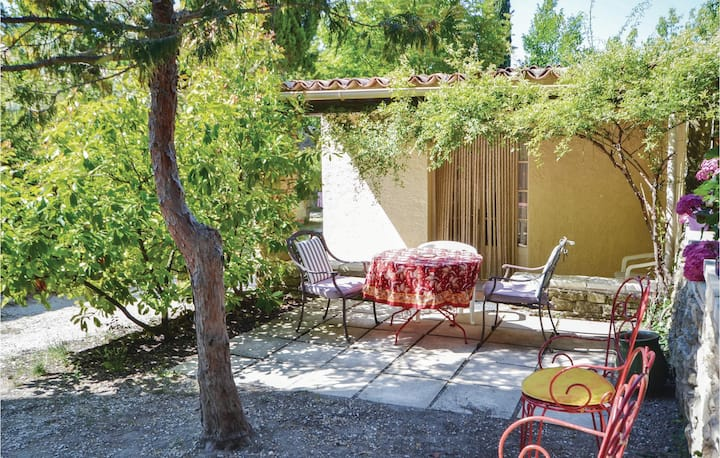 Awesome home in Crillon le Brave with WiFi and 1 Bedrooms