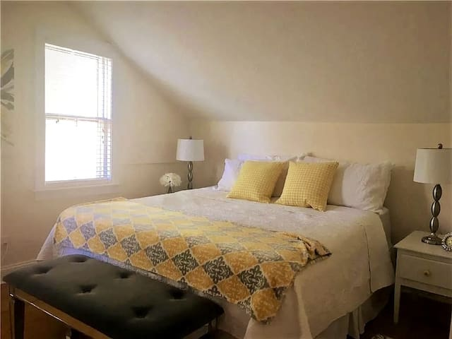 Master Bedroom- king size bed.  Extremely comfortable!!!!