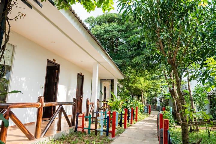 Family bungalow ✈️nice pool - 5' walking to beach