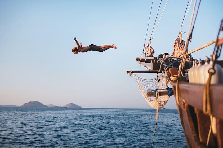 Pirate Boat Sailing Bali Lombok Komodo - Nusapenida - Bateau