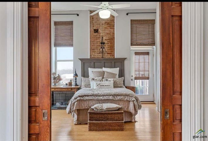 Main bedroom with exposed brick. How lofty is that.