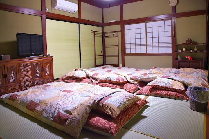 A quiet Temple Street House 麗~Rai