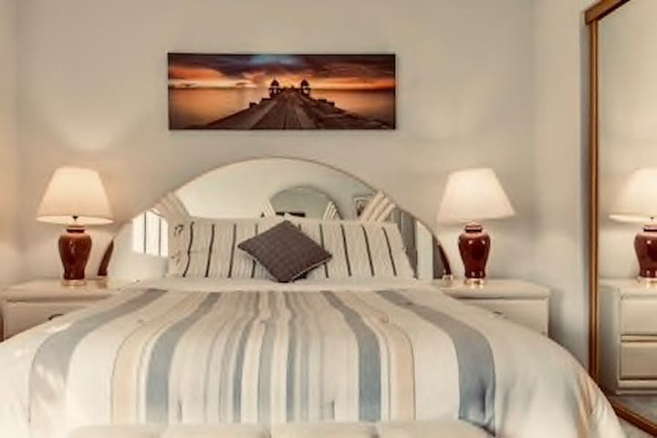 Sleep peacefully in comfortable queen size bed.