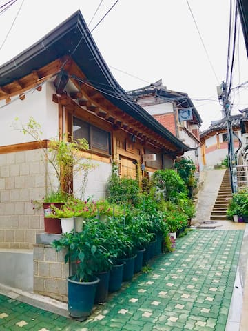 Traditional House &Breakfast/Anguk station 8min YB