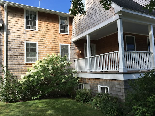 Cottage By The Sea - Marblehead - Bed & Breakfast