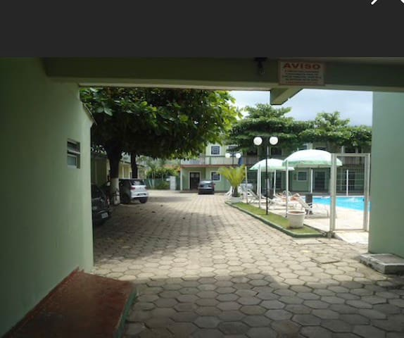 Casa em condomínio com piscina!