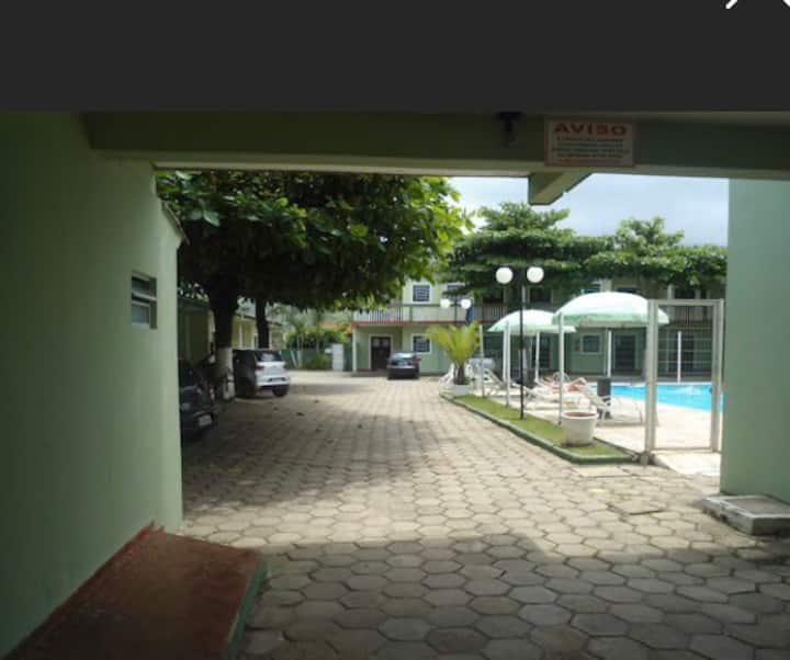 Casa em cond. com piscina! (PISCINA FECHADA COVID)