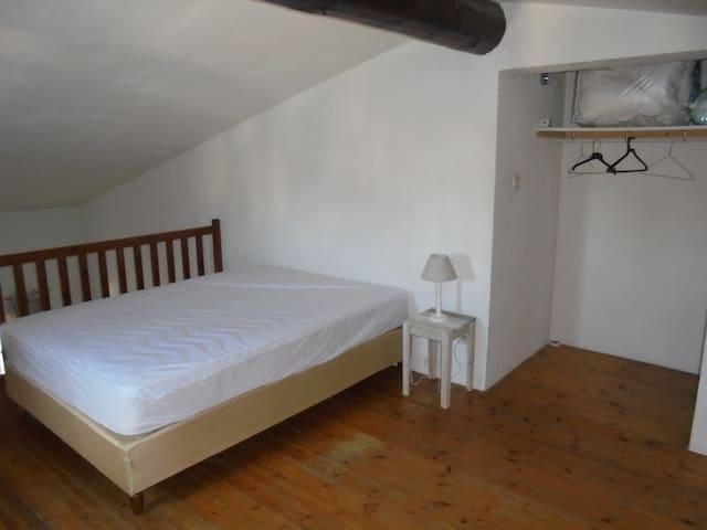 Chambre à l'étage.
