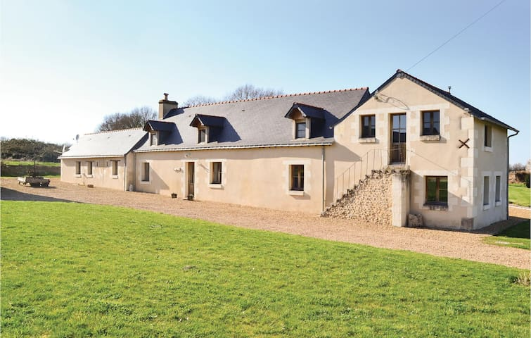 Holiday cottage with 4 bedrooms on 200 m² in Broc