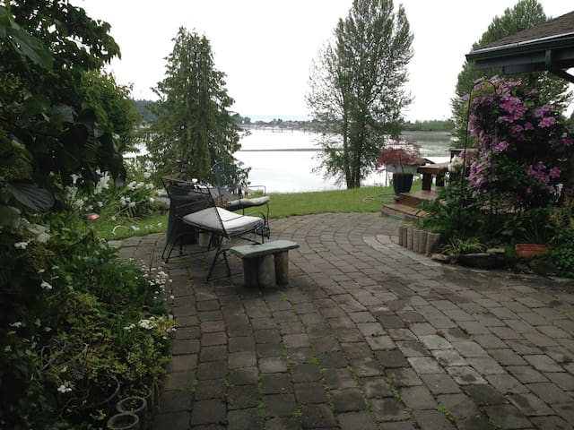 Cozy Water View Cabin - Poulsbo - Ev