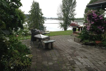 Cozy Water View Cabin - Poulsbo