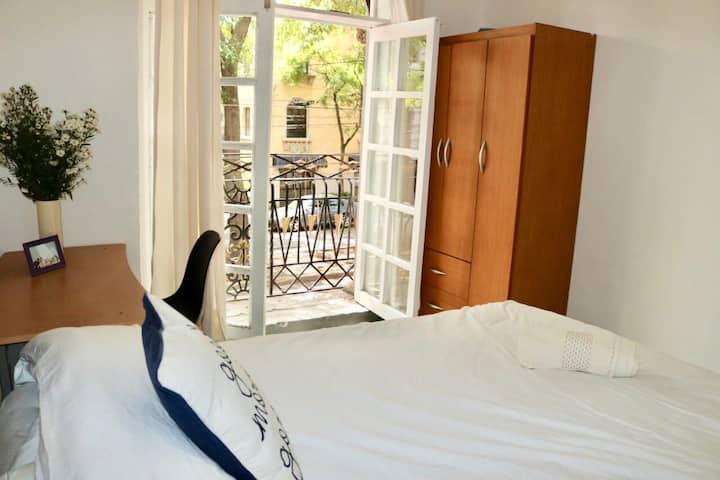 Habitación  con balconcito
