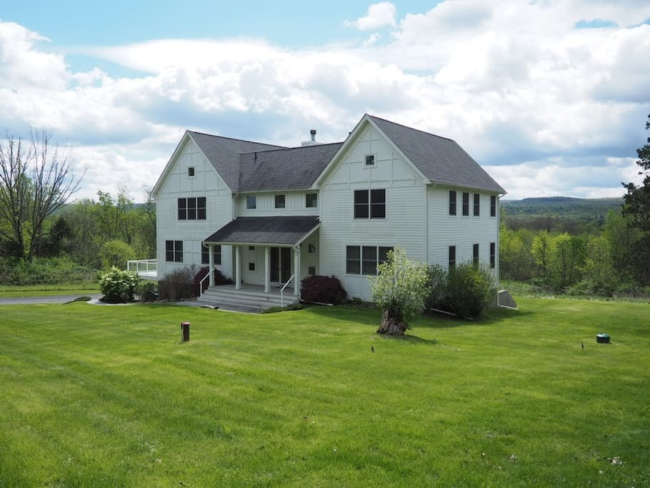 Private and peaceful, but close enough to all conveniences. Perfect for a getaway!