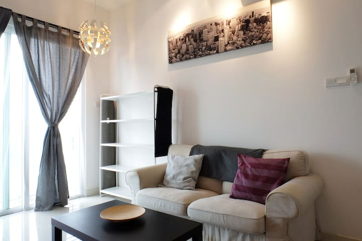 Romantic Home for Couples | 5 mins to Mega Mall