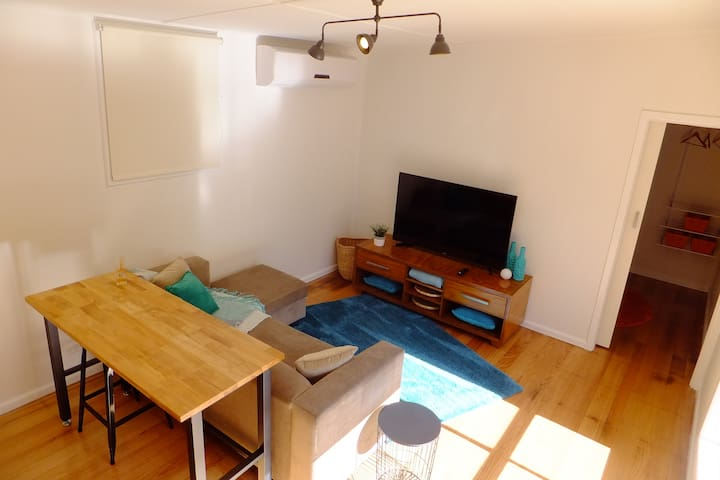Just renovated 2 or 3 br extra cosy charmer - Sale - Casa