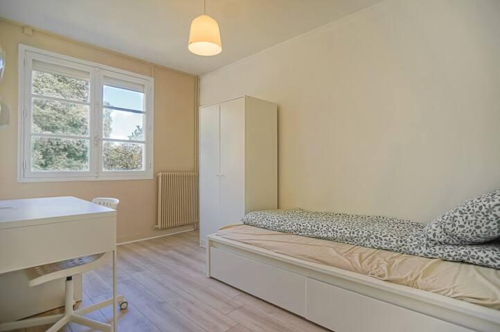 Chambre simple B maison avec jardin