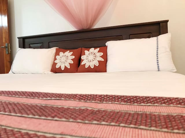 Elite House - Luxury Bed Room with Garden View