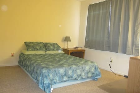 Private room and half bath in lovely Los Osos - Baywood-Los Osos - Dom