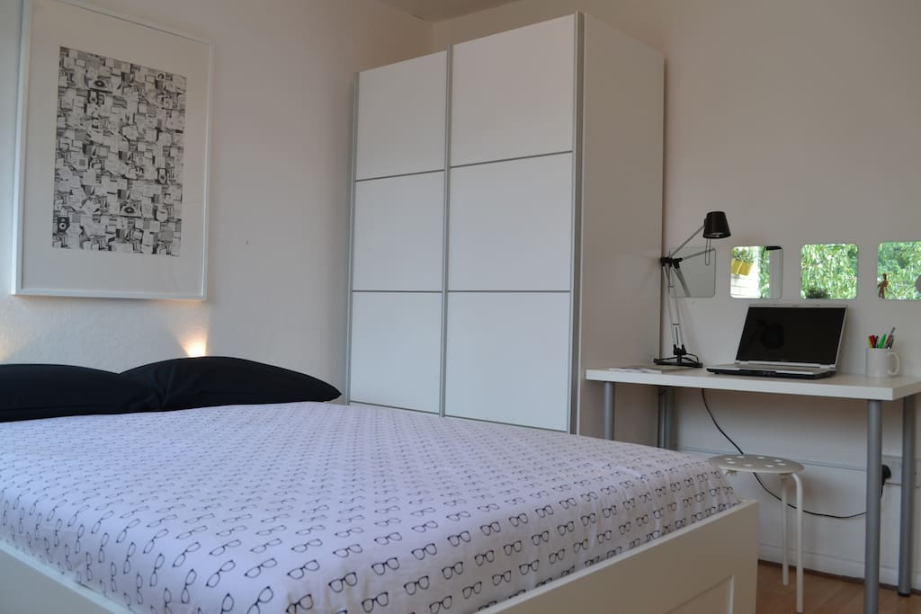 Bedroom available for 3 weeks