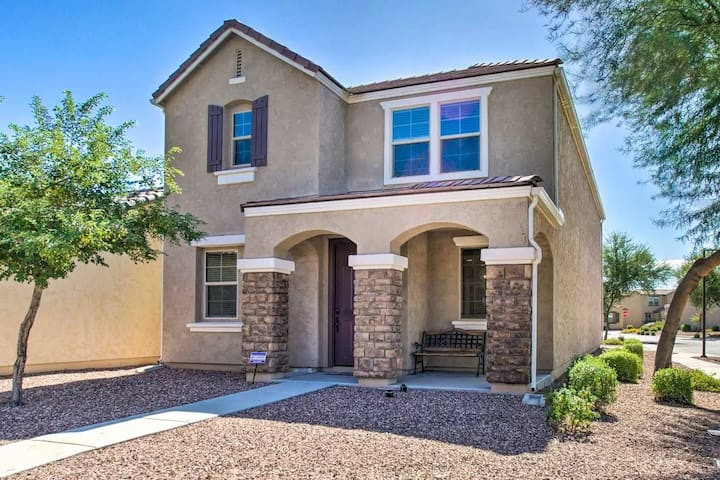 Beautiful Glendale Home, close to everything