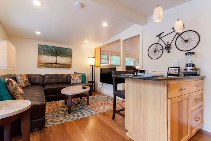 Oswego Lake View Loft! - Lake Oswego - Apartment