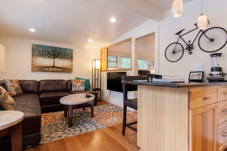 Oswego Lake View Loft! - Lake Oswego - Apartment