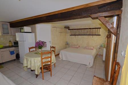 Chambre Axel dans ancienne Etable - Bed & Breakfast