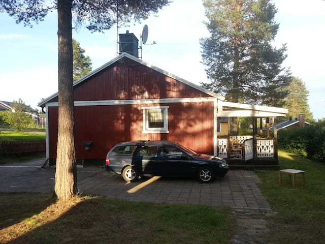 Old Backpackers house in Jokkmokk, group room - Jokkmokk - Casa