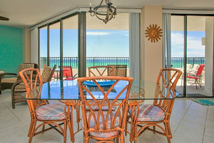 Gorgeous waterfront condo w/ a shared pool, pool spa, & easy beach access