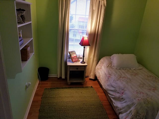 Lovely, private room & shared bath, Frederick - Frederick