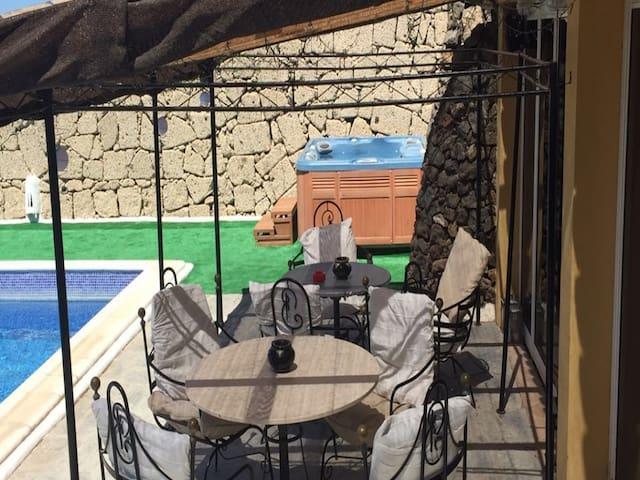 Finca Toredo Large Heated Pool,hot Tub,bar/games Room,gym,cave, Free Wifi