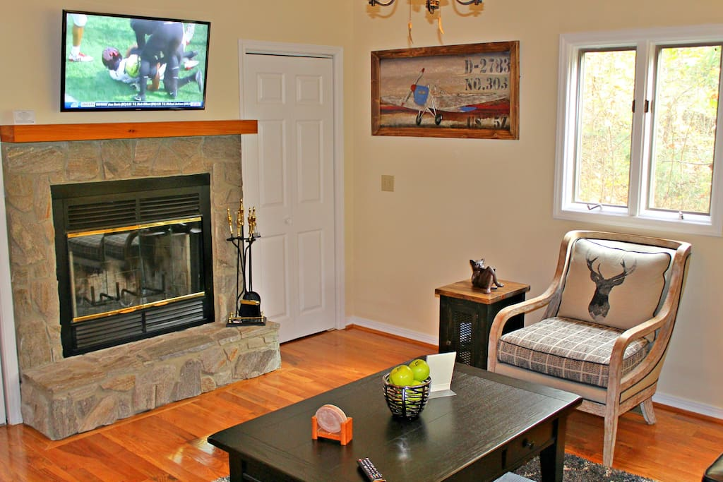 Cable TVs in living room and both bedrooms