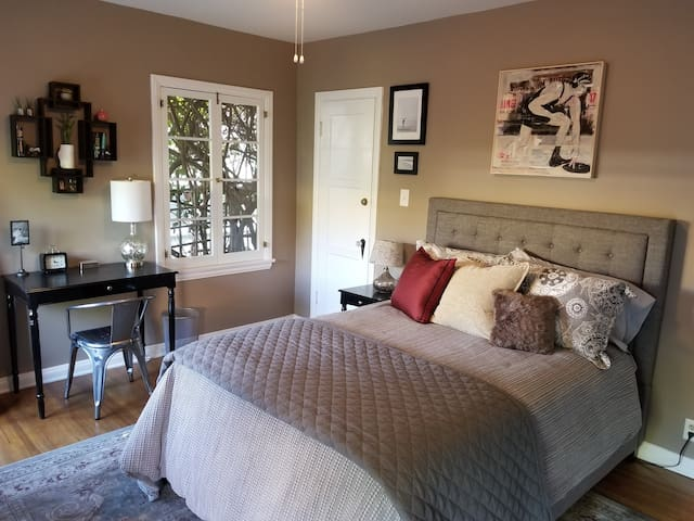 *Chic Mid-City Oasis with Private Entrance & Bath