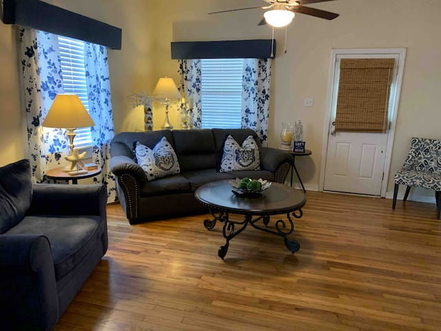 Quaint Downtown House - Minutes to Pensacola Beach