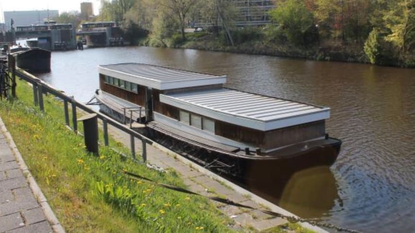 Unique houseboat in the city center